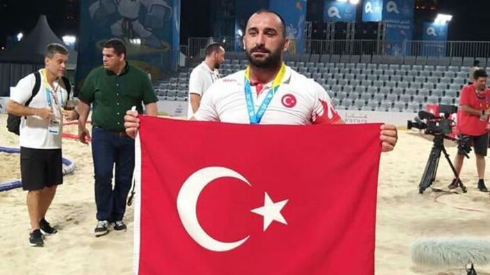 Finalde yenildiği rakibi dopingli çıkan milli güreşçi Ufuk Yılmaz dünya şampiyonu oldu