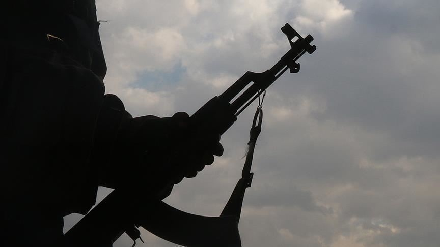 YPG/PKK'lı teröristler, Kamışlı'da zorla silah altına alınmaktan kaçan gençlere ateş açtı