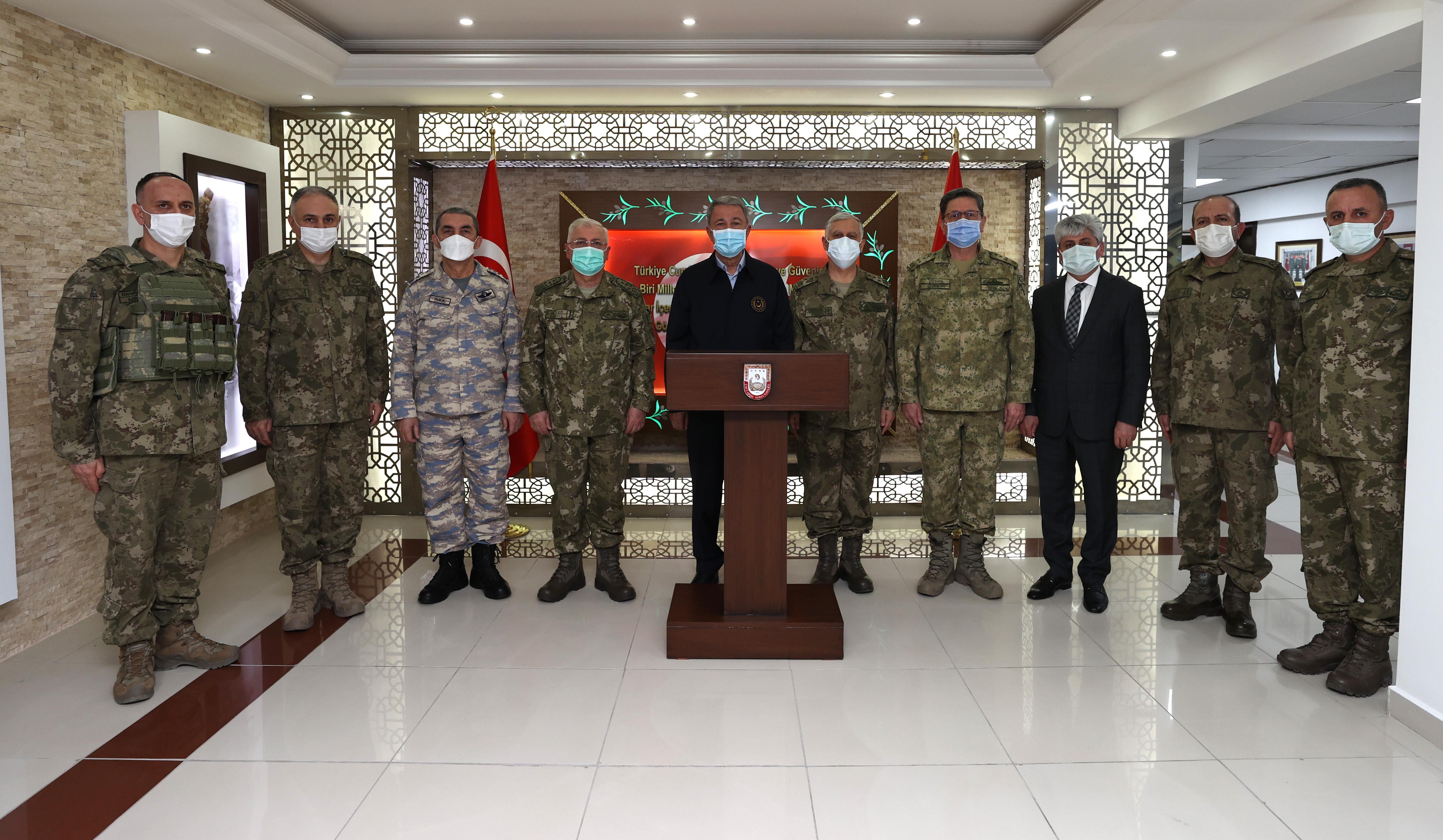 Milli Savunma Bakanı Akar, Bahar Kalkanı Harekat Bölgesi Sektör Komutanlığında düzenlenen toplantıda konuştu: