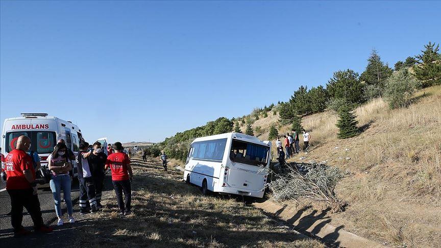 Ankara'da yolcu otobüsü servis aracına çarptı: 1 kişi hayatını kaybetti