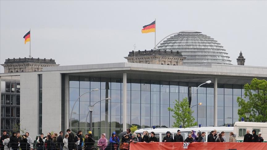 Almanya'da şiddet yanlısı aşırı sağcıların sayısı arttı