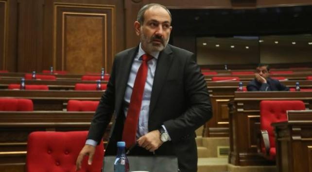 Paşinyan konuştu, Ermenistan meclisi karıştı