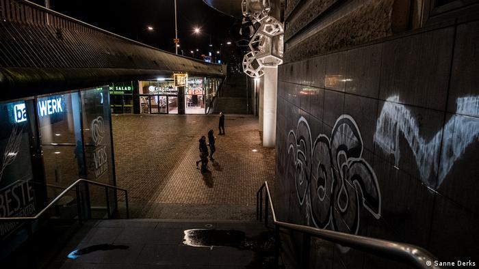 Hollanda mahkemesi: Sokağa çıkma yasağı derhal kaldırılmalı