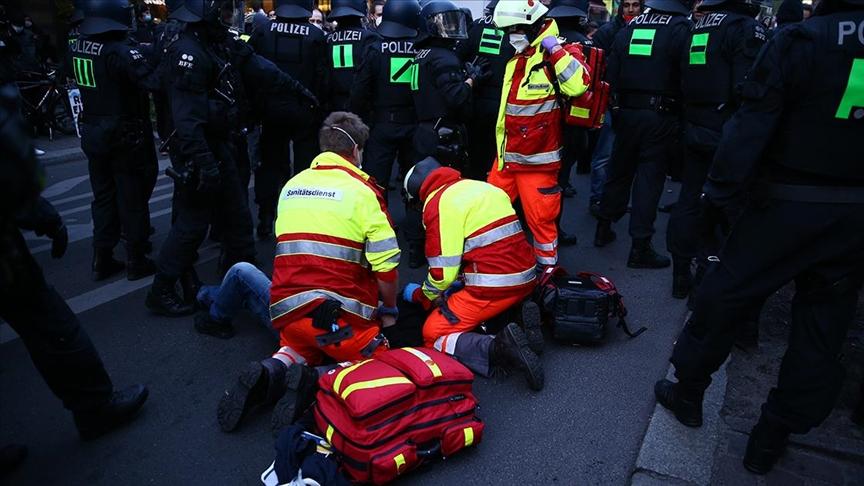 Almanya'da 1 Mayıs'ta çıkan şiddet olaylarında AA muhabirleri yaralandı