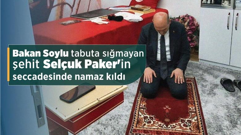 Bakan Soylu tabuta sığmayan şehit Selçuk Paker'in seccadesinde namaz kıldı