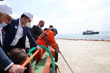 Çevre ve Şehircilik Bakanı Kurum, müsilaj temizliği çalışmalarını tekneden denetledi