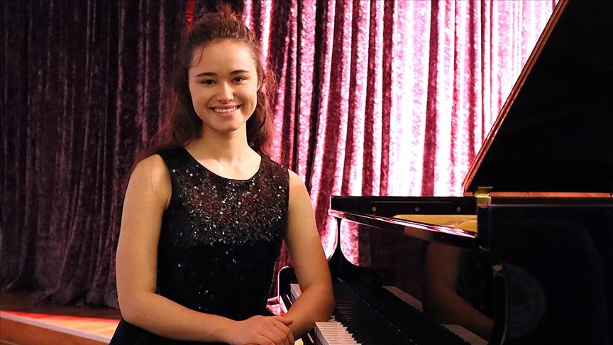 İzmirli genç piyanist uluslararası yarışmada birinci oldu