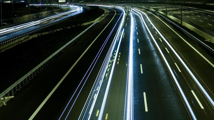 Türkiye'nin yolları 15 bin kilometre fiber optik ağıyla 'akıllanacak'