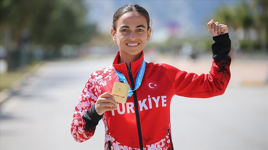Balkan şampiyonluğuyla Türk atletizm tarihine geçen Ayşe Tekdal: Çok vazgeçtiğim anlar oldu ama yılmadım