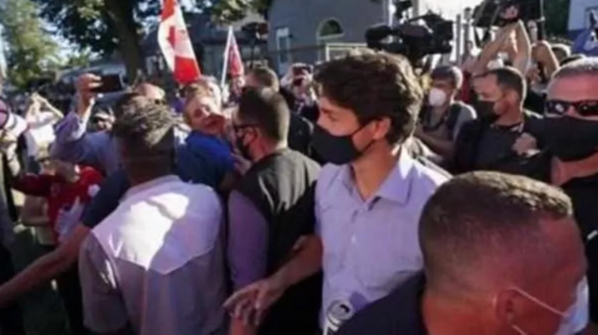Kanada Başbakanı Justin Trudeau'yu bu kez taşladılar