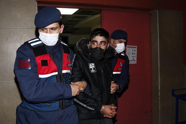 Kayseri'de, Suriye uyruklu terör örgütü şüphelisi sınıra gitmek için bindiği araçta yakalandı
