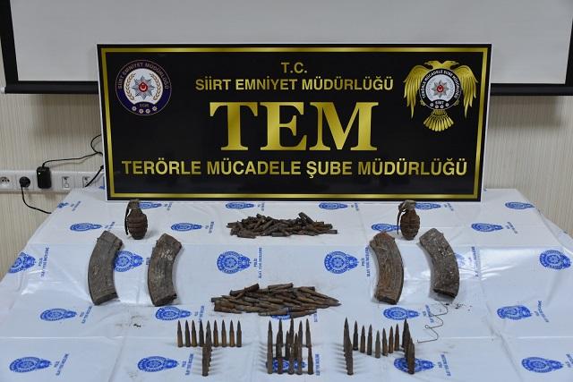 Siirt'te toprağa gömülü 2 el bombası, 4 şarjör ve 468 fişek bulundu