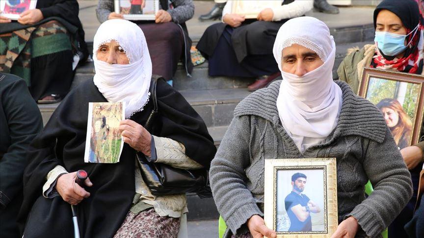 Diyarbakır annelerinin oturma eylemine iki aile katıldı