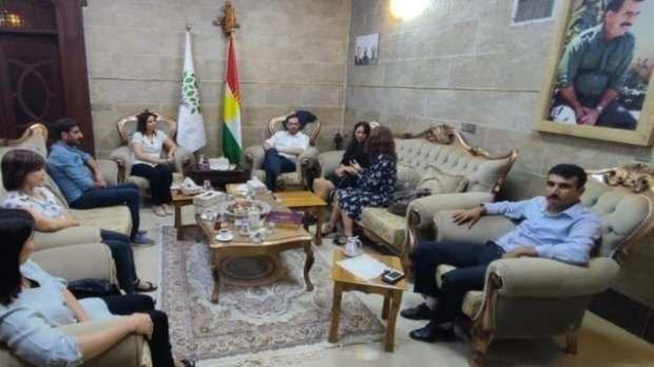 HDP'den Öcalan fotoğrafı altında toplantı