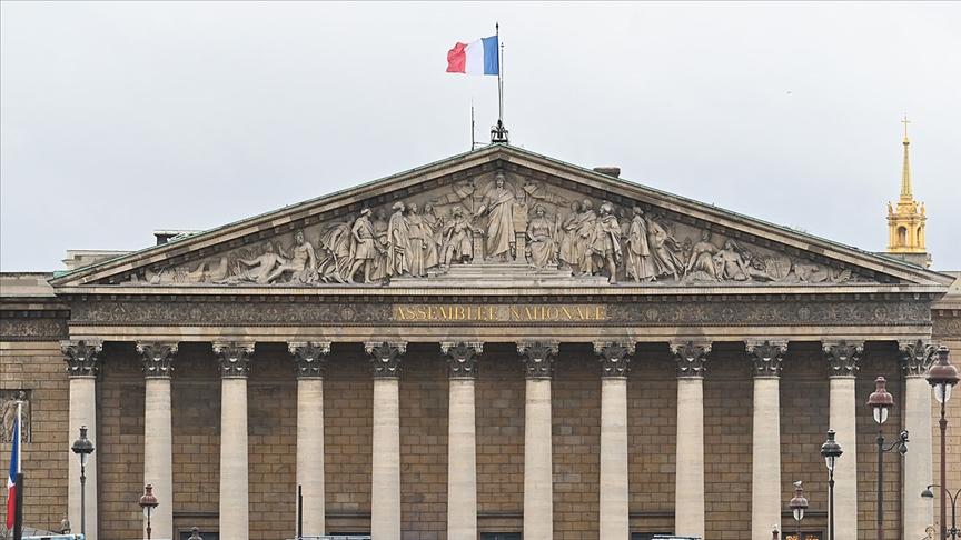 Fransa'nın yeni tasarısı Müslümanların dinlerini yaşamalarını zorlaştıracak