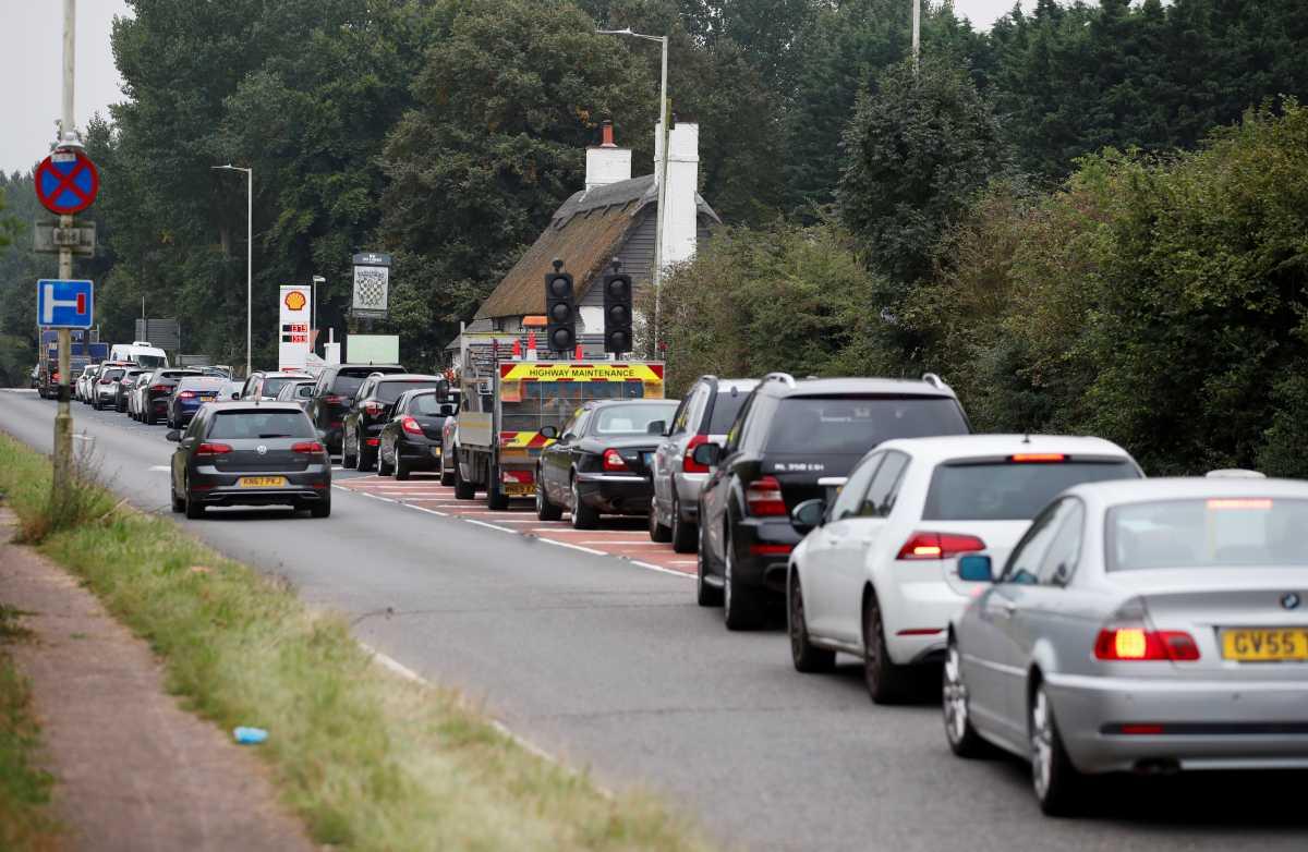 İngiltere'de yakıt krizi giderek büyüyor