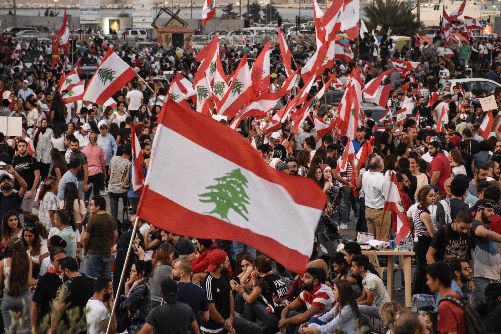Lübnan'da protesto gösterileri devam ediyor