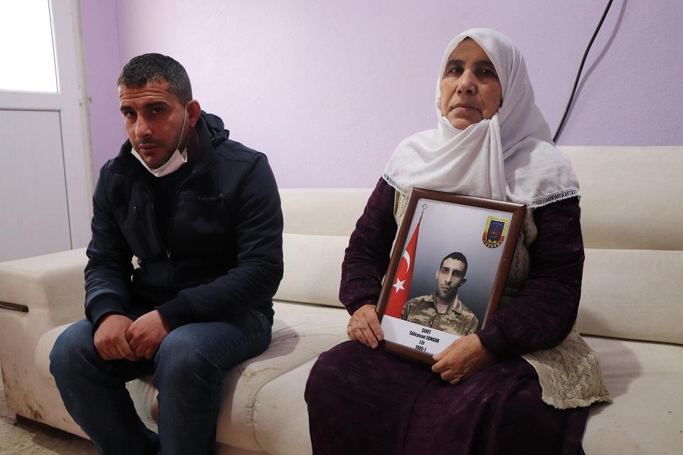 Gara'da terör örgütü PKK tarafından şehit edilen jandarma er Süleyman Sungur'un annesi Şirin Sungur.