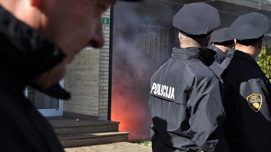 Bosna'daki seçimlerde usulsüzlük yapıldığı iddiasıyla Srebrenista ve Tuzla'da operasyon düzenlendi