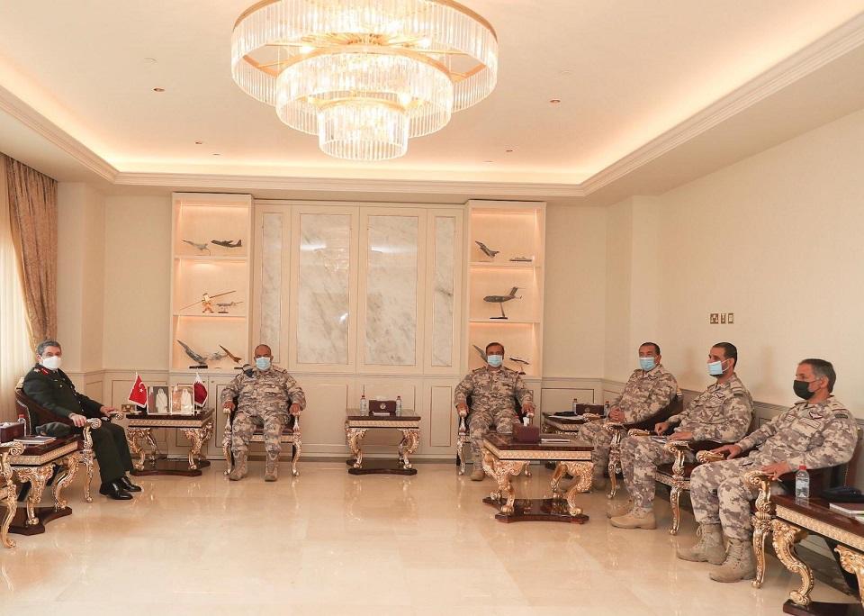 Türk ve Katarlı yetkililer, askeri iş birliğini geliştirmeyi görüştü