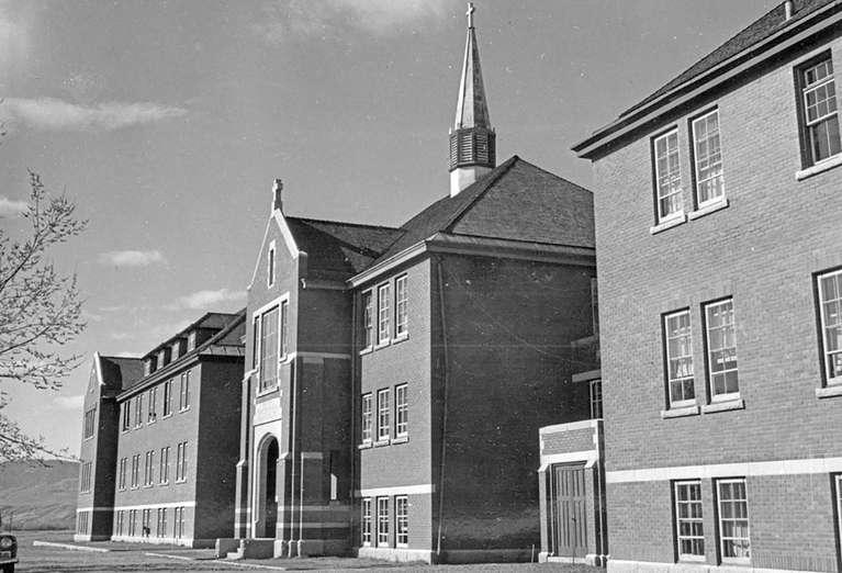 Kanada yatılı kilise okullarına ait 15 ton kağıt belge arşivini imha etmiş