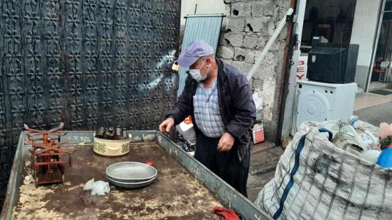 """CHP'li Öztrak'ın """"rızkını çöpten çıkarmaya çalışıyor"""" dediği vatandaştan tepki"""