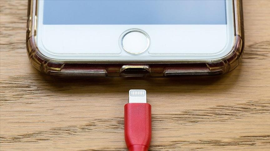 AB'den akıllı telefonlara tek tip şarj girişimi