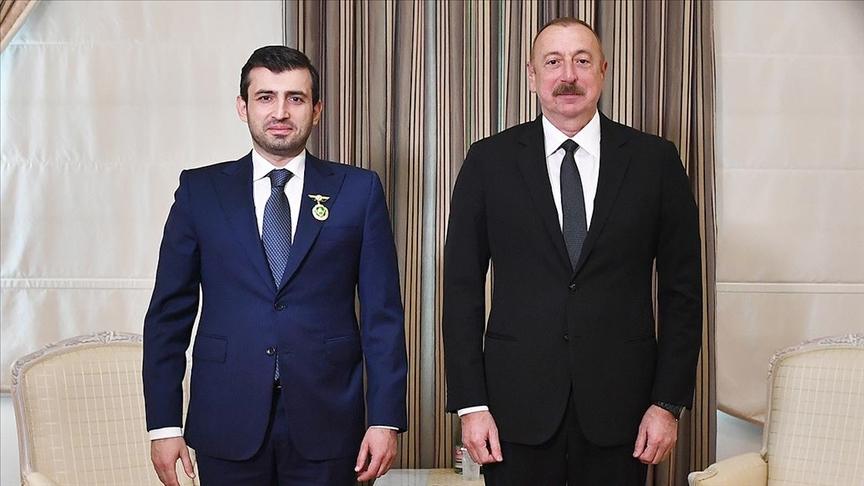 Aliyev, Baykar Teknik Müdürü Selçuk Bayraktar'a 'Karabağ Nişanı' takdim etti