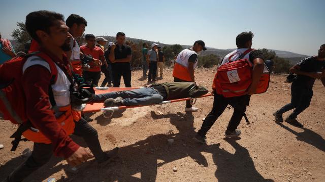 Batı Şeria'daki yasa dışı Yahudi yerleşim birimleri karşıtı gösteride 25 Filistinli yaralandı