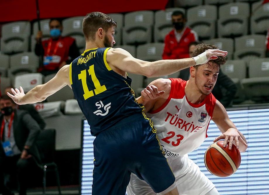 A Milli Basketbol Takımı, Avrupa Şampiyonası'na gitme şansını sürdürdü