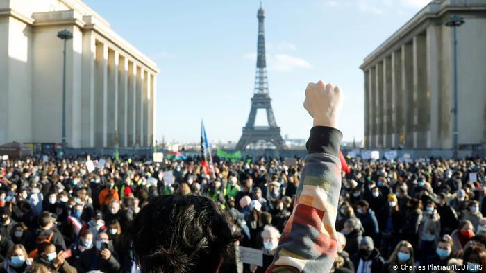 AB Komisyonu'ndan Fransa'ya basın özgürlüğü uyarısı