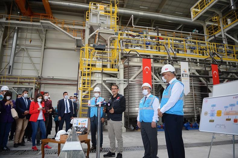 Bakan Dönmez, Türkiye'de ilk kez üretilecek lityumun pilot tesisinde konuştu