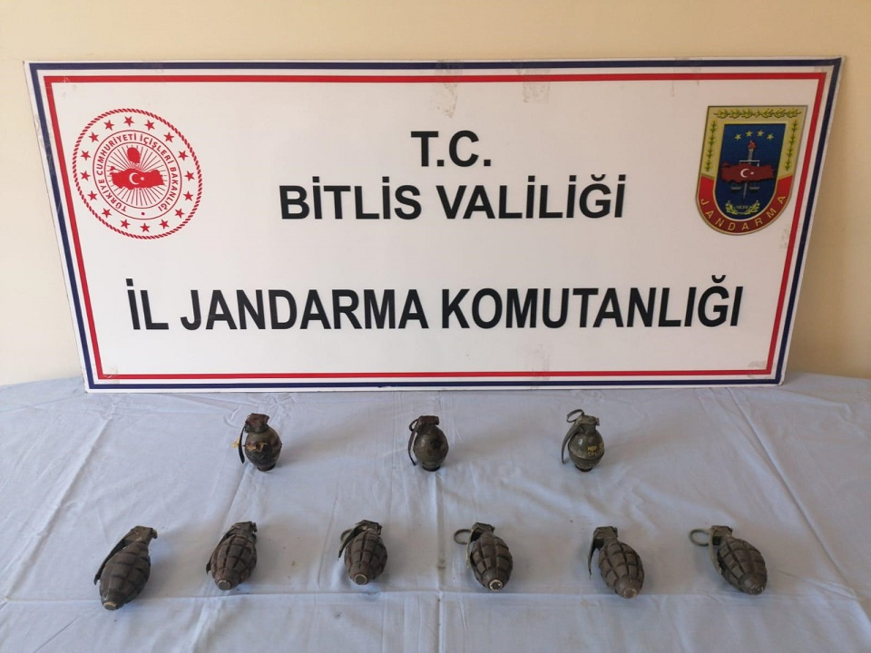 Bitlis'te toprağa gömülmüş 9 el bombası bulundu