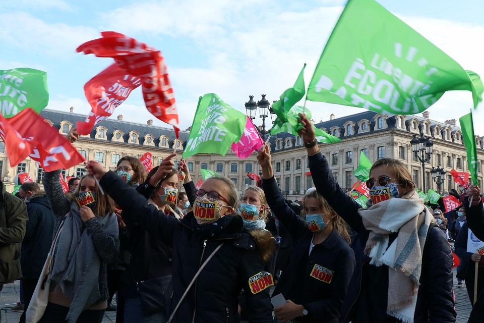 """Fransa'da """"nesli bozmaya yönelik"""" biyoetik yasa tasarısı protesto edildi"""