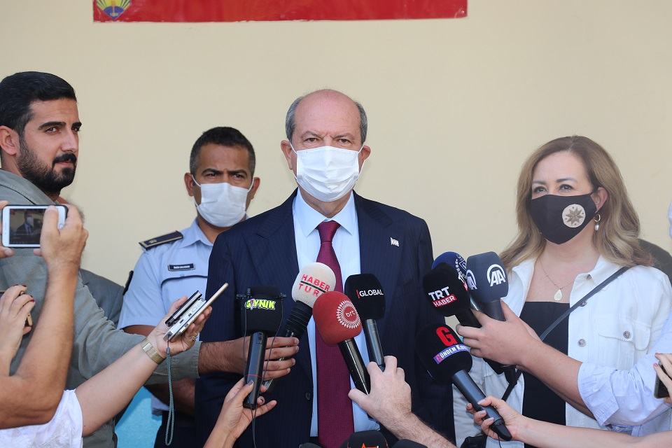 KKTC Başbakanı ve cumhurbaşkanı adayı Tatar, cumhurbaşkanı seçiminin ikinci turunda oyunu kullandı