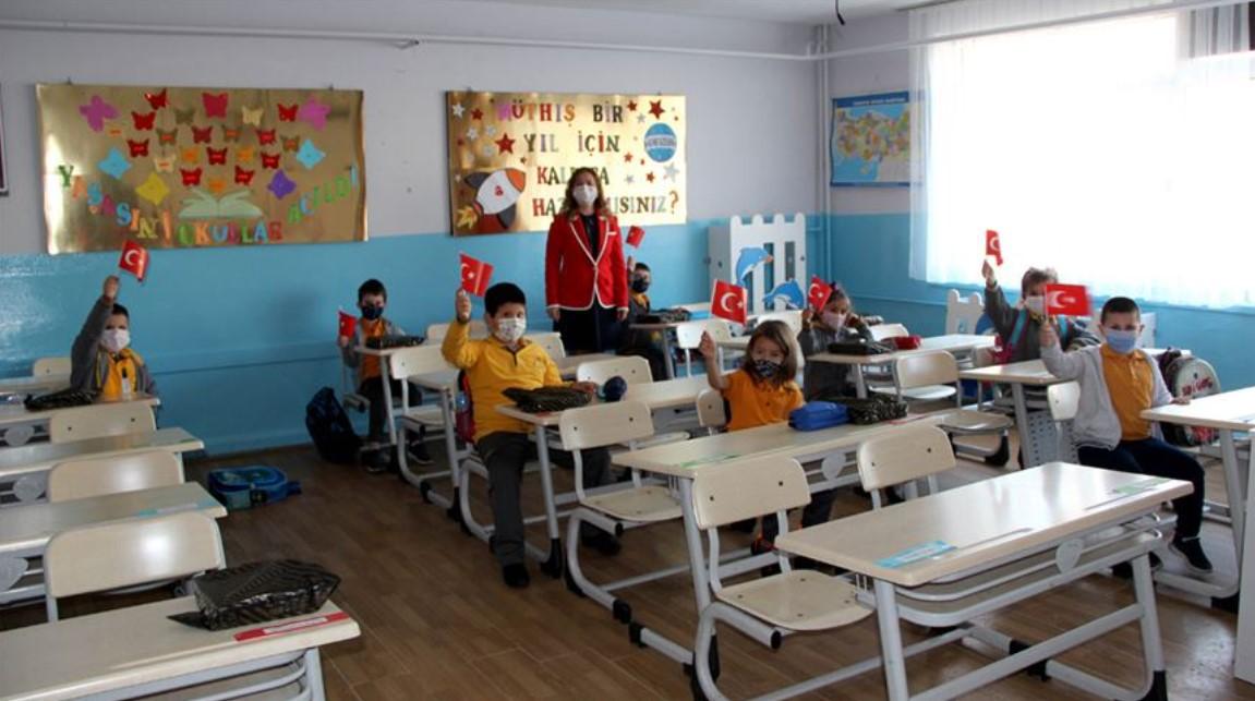 Anasınıfı ve ilkokul 1'inci sınıflar yüz yüze eğitime başladı