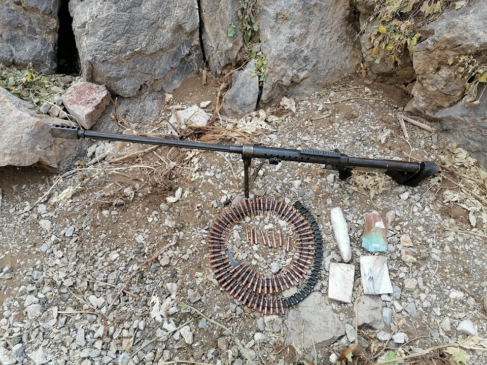 """Van'da PKK'ya yönelik """"Yıldırım-10 Operasyonu""""nda silah ve mühimmat bulundu"""