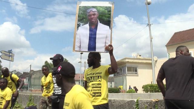 Fransa'da Adama Traore'nin ölümünde suçlanan jandarmaların ödüllendirildiği ortaya çıktı