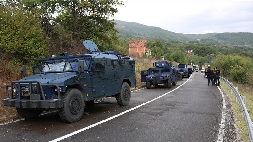 Kosova'da, Sırbistan plakalı araçlara geçici plaka verilmesinin neden olduğu kriz sürüyor