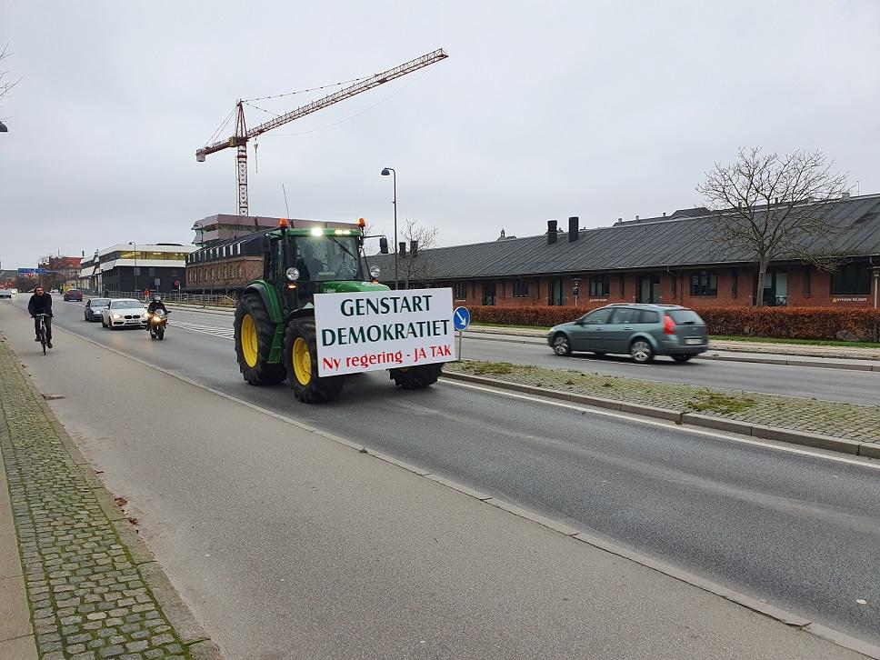 Danimarka'da hükümetin anayasayı çiğnemesi protesto edildi