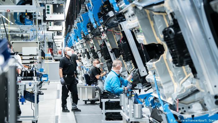 Alman taşıt tedarikçileri on binlerce işçi çıkaracak