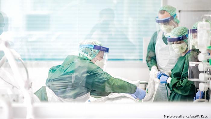 Almanya'da koronavirüs hastalarının beşte biri öldü