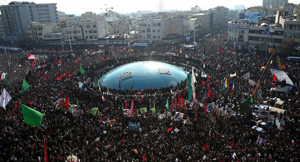 İran Devrimi'nin Surları Aşınırken