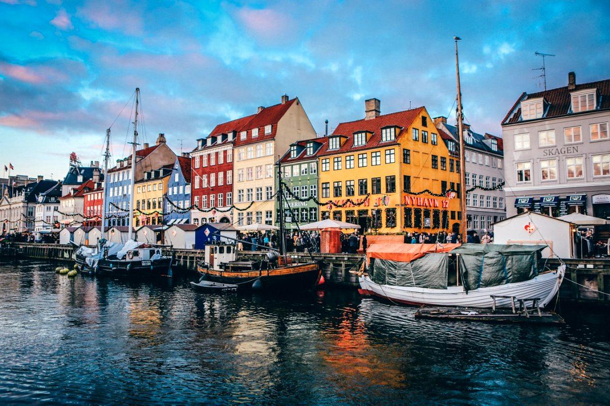 Danimarka tüm corona virüs önlemlerini kaldırıyor