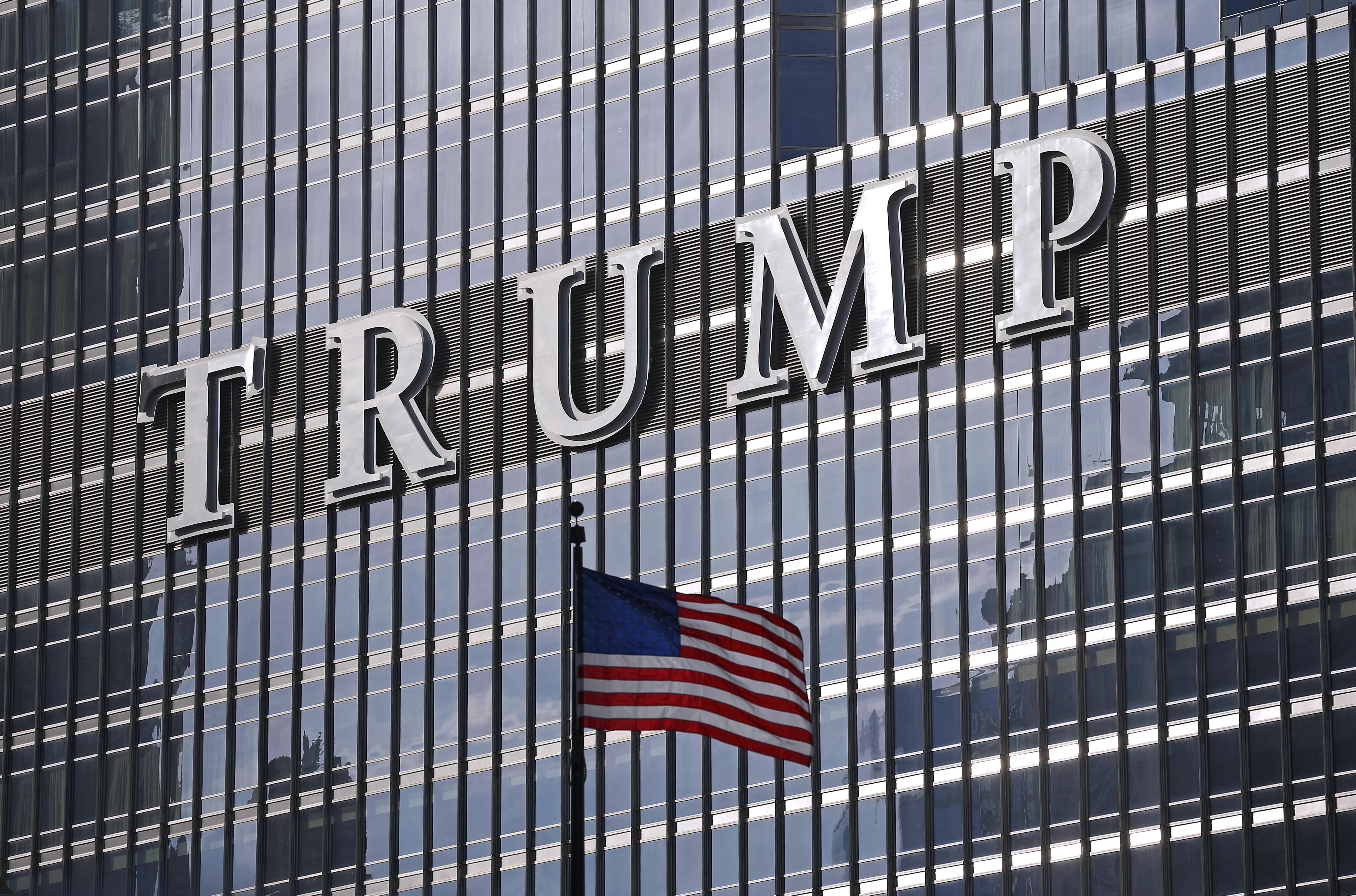 Büyük bankalar Trump'tan uzaklaşmaya çalışıyor
