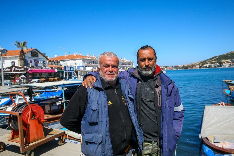 Ege'de denize düşen eğitim uçağındaki pilotların kurtarılmasına yardım eden balıkçılar o anları anlattı