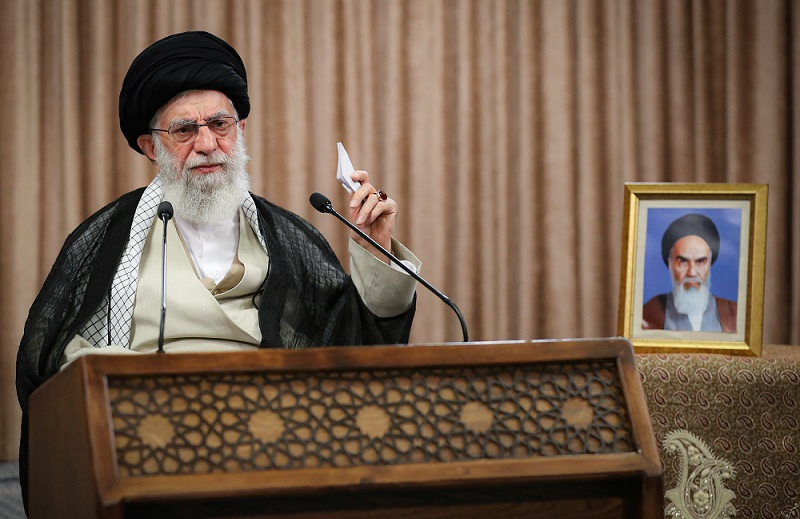 """İran lideri Hamaney, Zarif'i """"ABD'nin sözlerini tekrarlamakla"""" suçladı"""