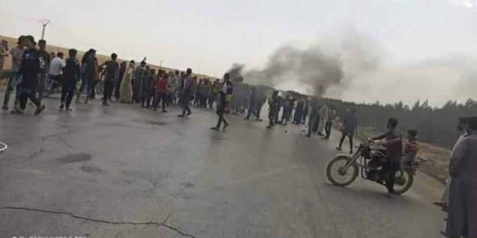 YPG/PKK Suriye'nin Münbiç ilçesinde zorla silah altına alma uygulamasını protesto eden halka ateş açtı