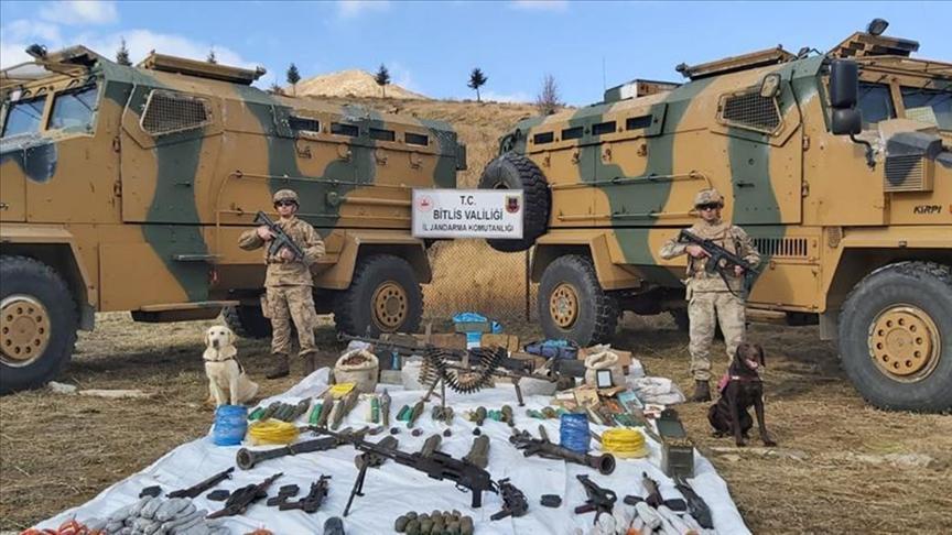 Bitlis'te teröristlere ait 6 sığınakta mühimmat ve yaşam malzemesi bulundu