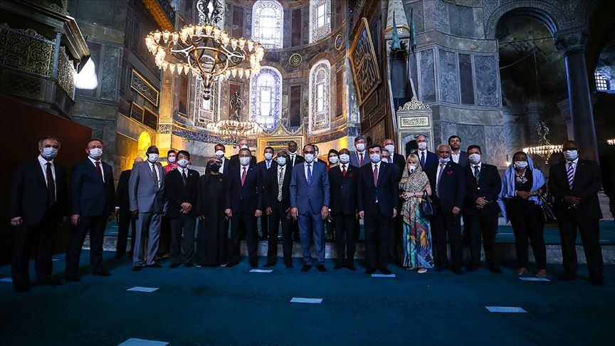 Cumhurbaşkanlığı Sözcüsü Kalın büyükelçilerle Ayasofya-i Kebir Camii'ni ziyaret etti
